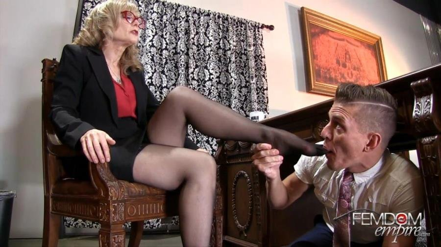 [Femdom / Foot Worship] - Nina Hartley - My Male Secretary (2016 / FemdomEmpire / FullHD 1080p)