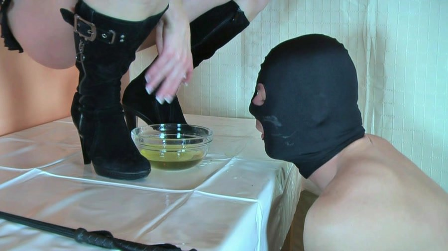 [Scat / Germany] - Lady Kalida - The shit-eater under the table (2016 / Femdom-Theater / HD 720p)