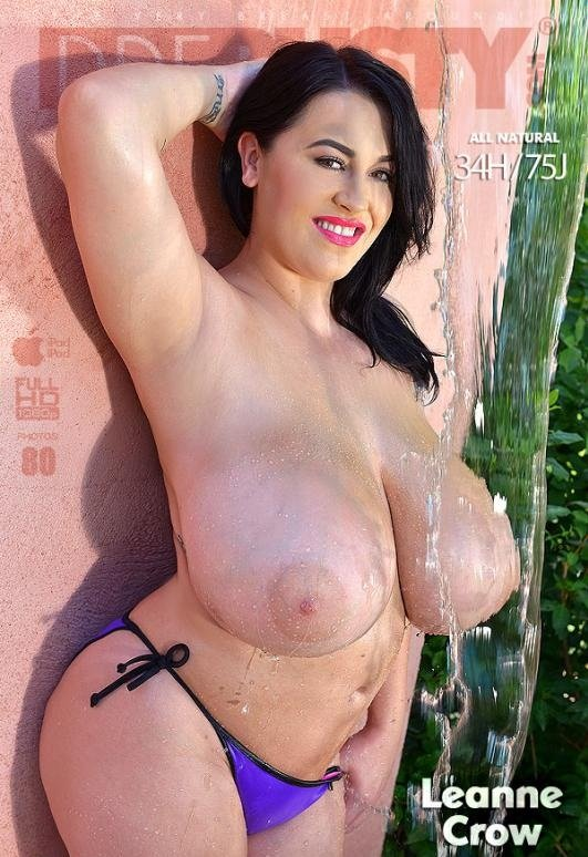 [Big Tits / Solo] - Leanne Crow - Busty Fountain Pleasures - Voluptuous British Goddess Gets Naked (2016 / DDFNetwork / HD 720p)