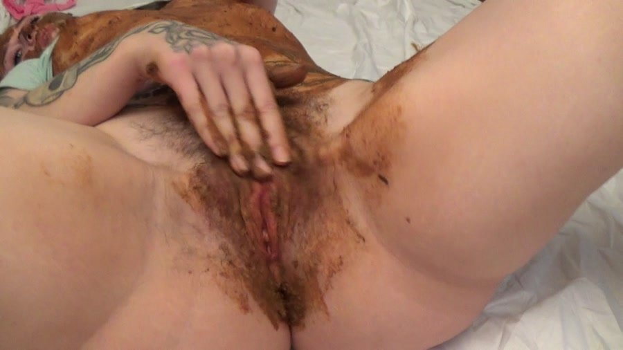 [Scat / Amateur] - Dirty Betty - Incredible Shit Sperm Face Toy (2016 / Sweet Betty Parlour / FullHD 1080p)
