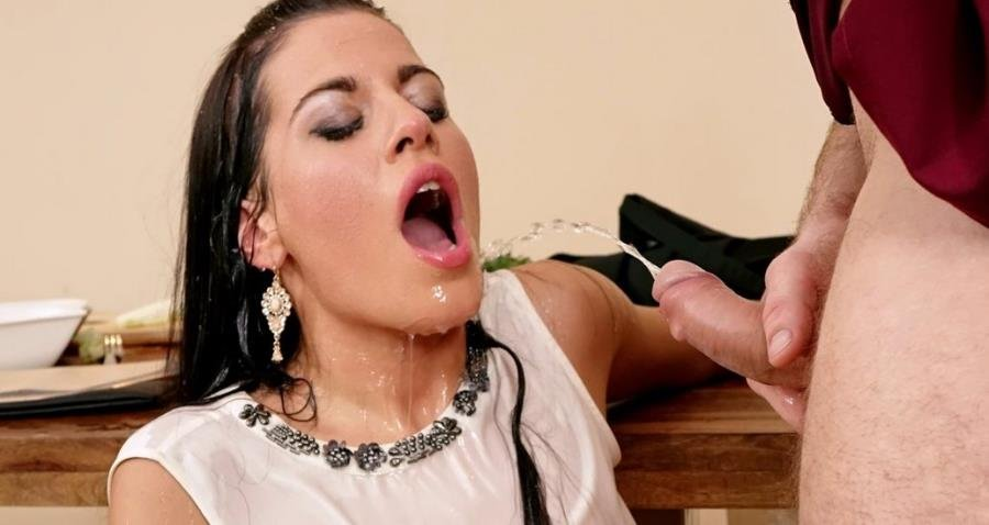 [Pissing / Peeing] - Eveline Dellai - Wants to Know the Secret Ingredient (2017 / Pissing In Action / HD 720p)