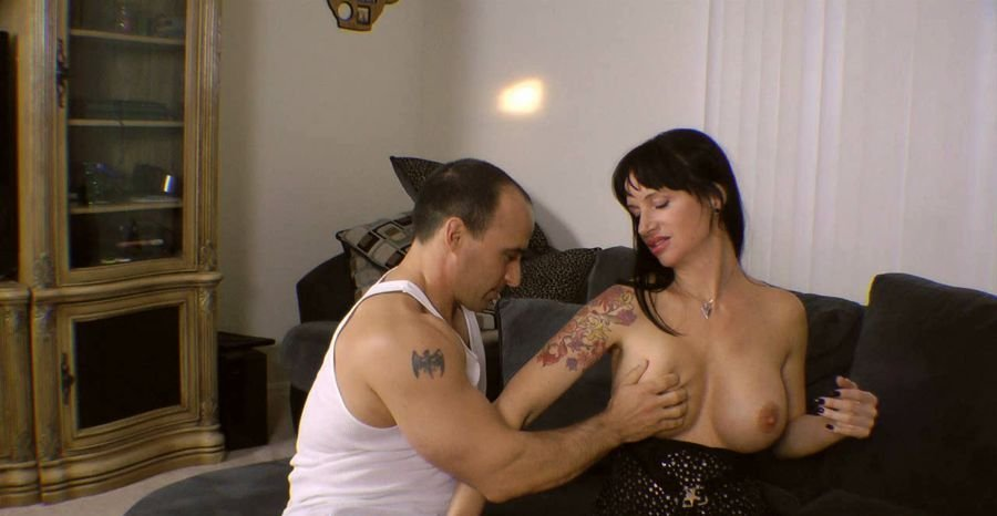 Angie Noire - My Son Impregnante M While Dad Is Shoping (HD 720p/532 MB)