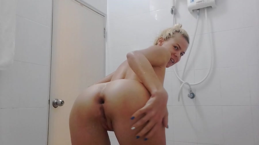 MissAnja - Sexy, Slow Big Shit Smearing On My Ass (HD 720p/424 MB)