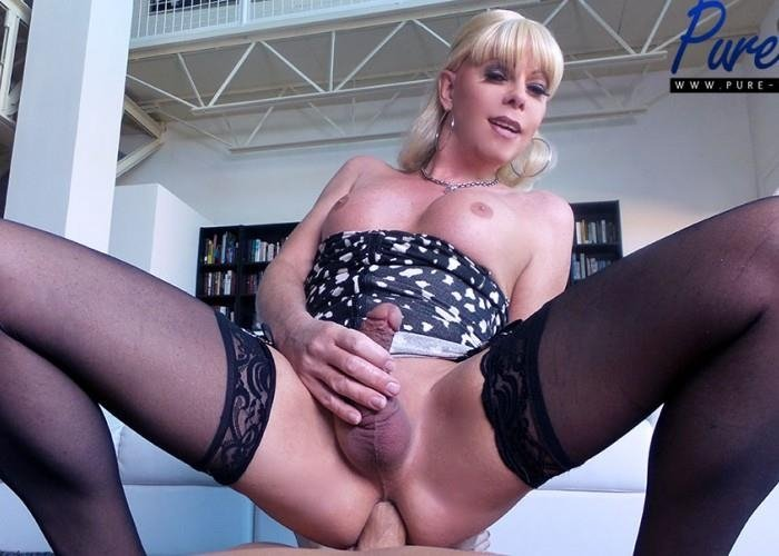 Joanna Jet - Joanna Jet - Mature blonde Joanna Jet wants your cock! (FullHD/783 MB)