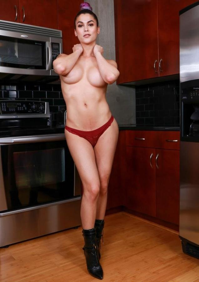 Domino Presley - Domino Presley - Sultry Domino's Solo Kitchen Play (HD/607 MB)