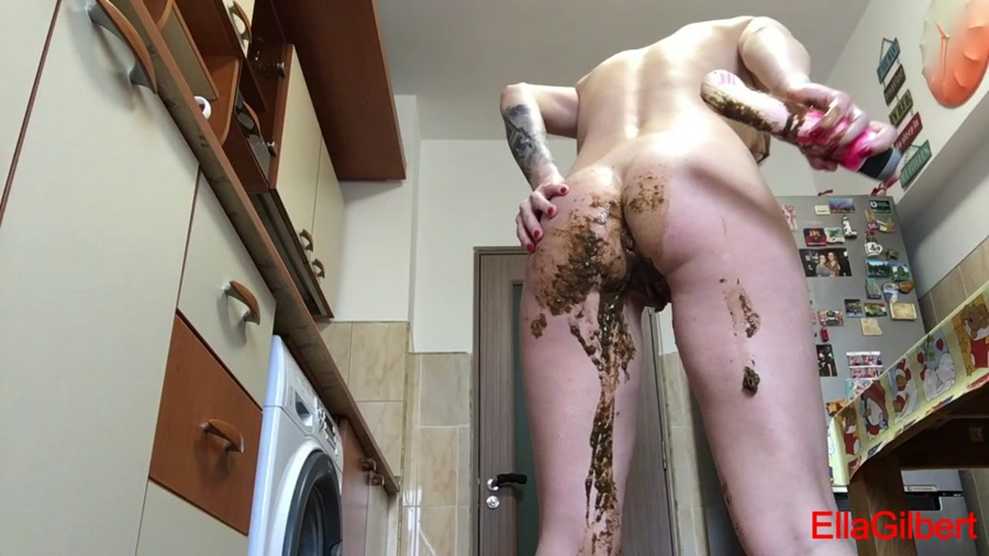 EllaGilbert - Messing my white panties with Diarrhea (HD 720p/502 MB)