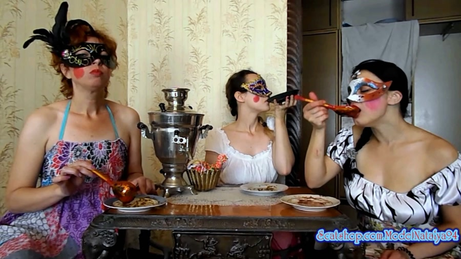 ModelNatalya94 - Three friends eat their own shit (FullHD 1080p/1.10 GB)