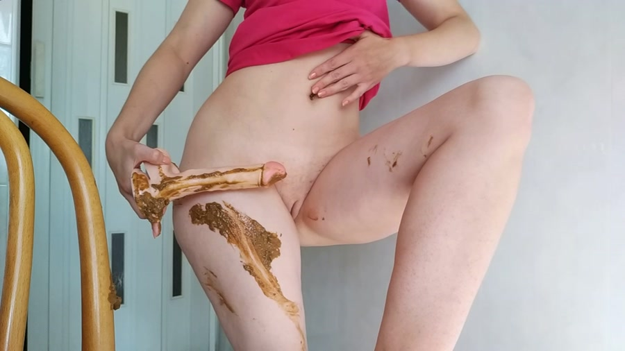 Nasty Girl - Pooping on dildo and playing with it (FullHD 1080p/1.07 GB)