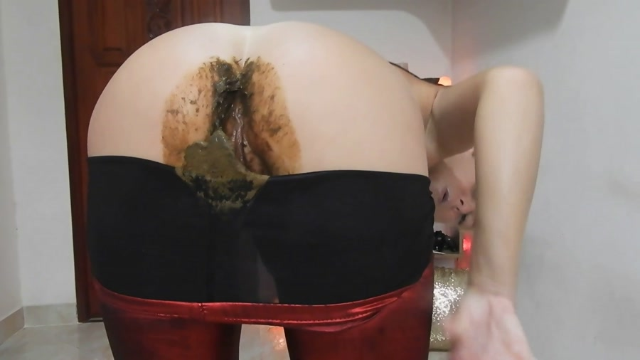 MissAnja - Nasty Nasty Red Shiny Leggings Poo/Farts (FullHD 1080p/1.41 GB)